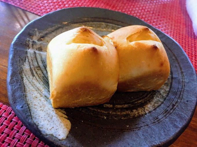 ランチの焼き立てパン