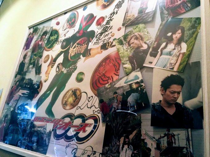 仮面ライダーオーズ出演者のサイン入りポスターとブロマイド