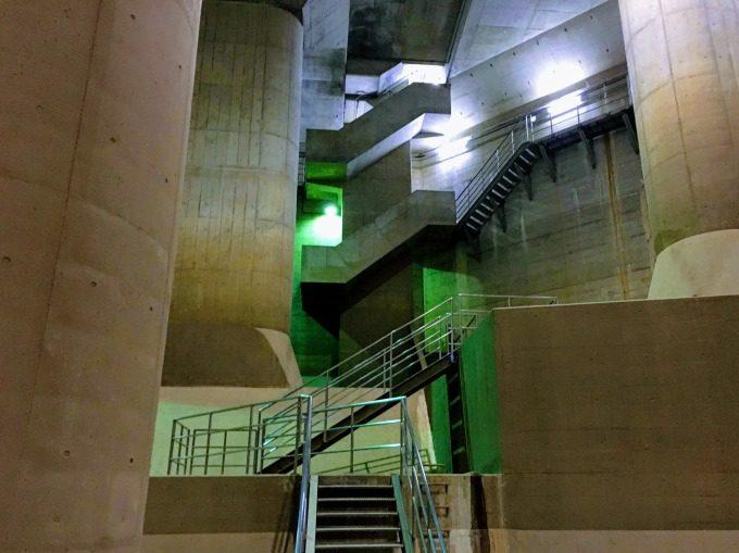 地下神殿への階段