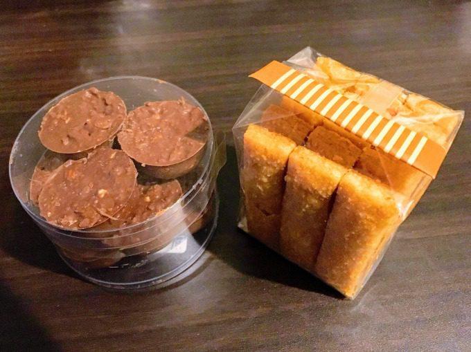 お土産のチョコとチーズサブレ