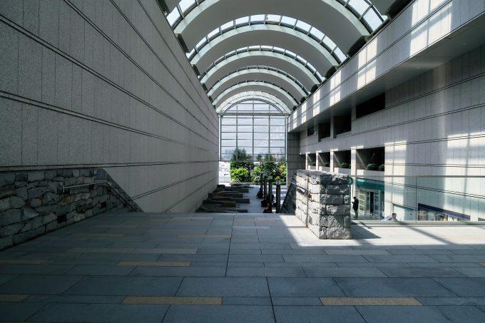 東京オペラシティの屋内