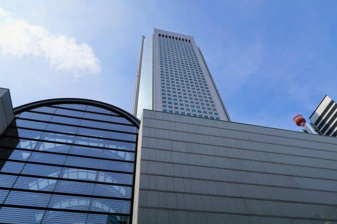東京オペラシティの外観