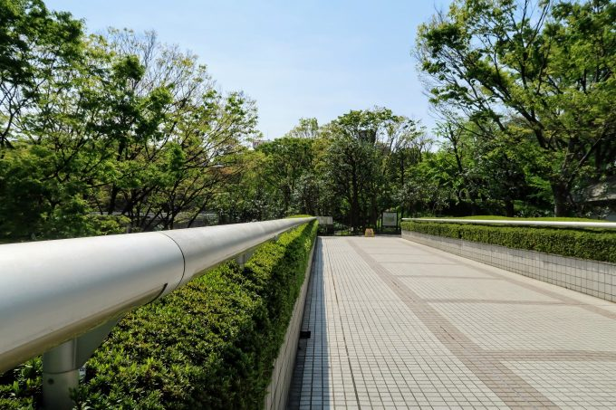 東京都庁側の歩道橋