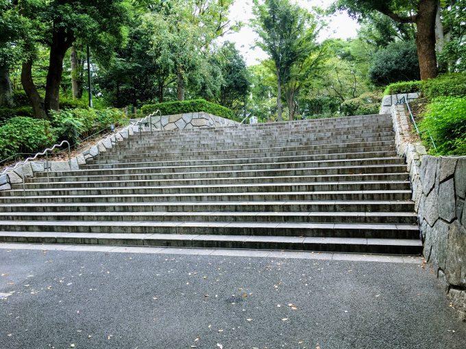 新宿中央公園の階段
