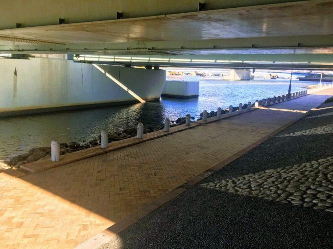 あけみ橋の高架下