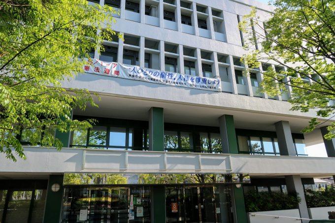 芦屋市役所の柱