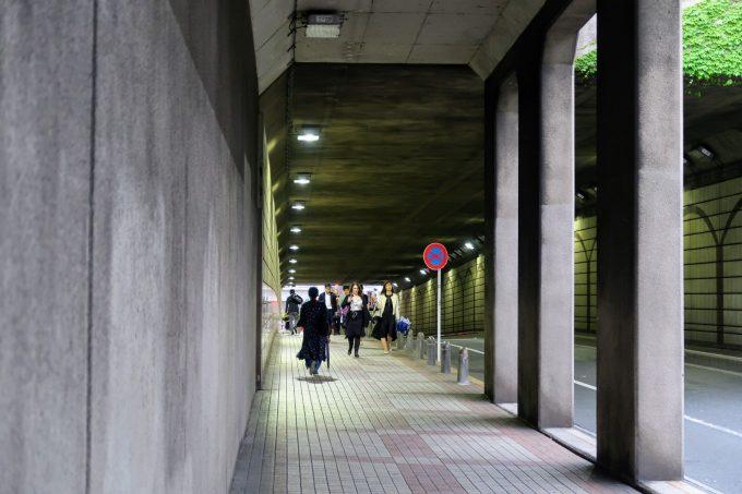 六本木トンネルの入り口
