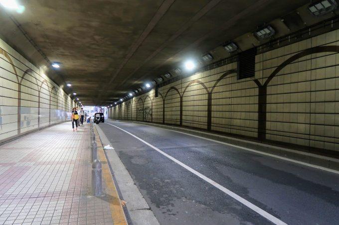 六本木トンネルの内部