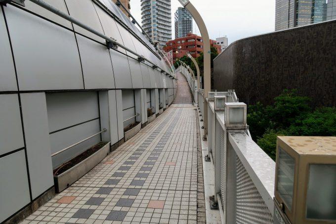 南青山陸橋の歩道