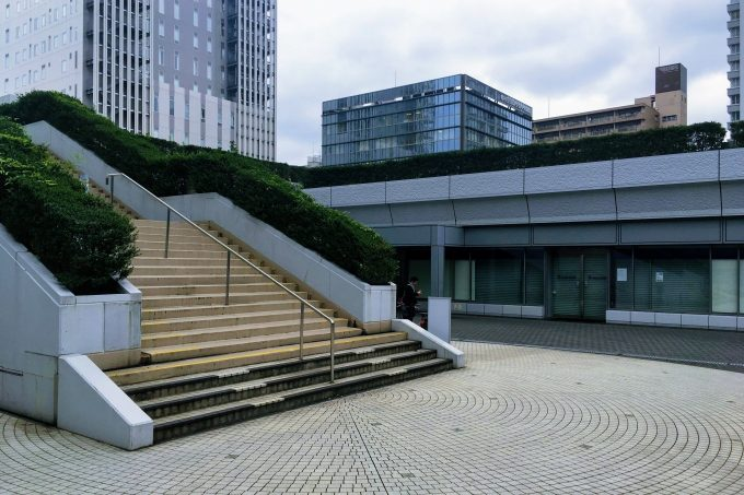 桜田通り沿いにある階段