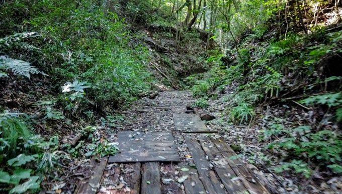石切場跡へのハイキングコース