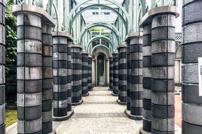 噴水周りの支柱