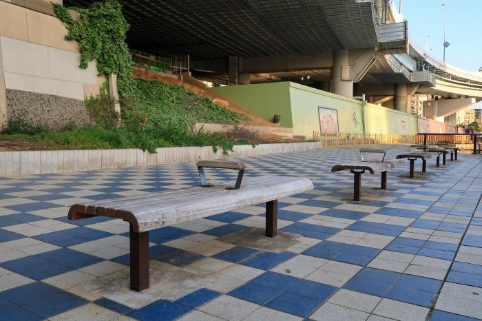 隅田川テラスのベンチ