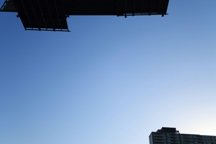 隅田川テラスで見上げた空